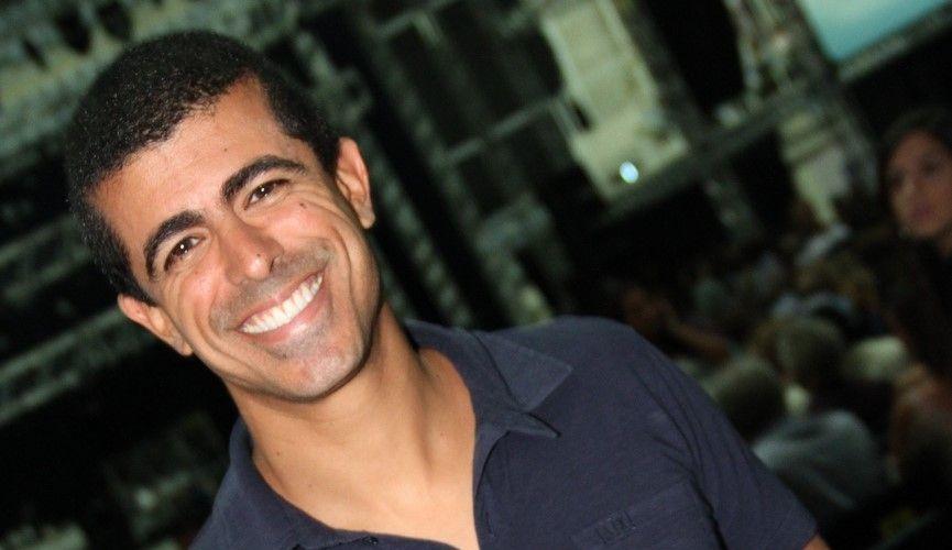 O comediante Marcius Melhem vai ao show do cantor Roberto Carlos, no Rio de Janeiro (19/4/12)