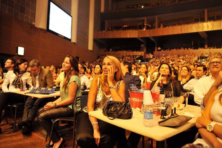 O cantor Roberto Carlos abriu nesta quarta-feira (9) uma série de shows no Credicard Hall, em São Paulo. As apresentações seguem nos dias 10 e 11 e todos os ingressos estão esgotados. O cantor apresenta sucessos de seus 50 anos de carreira, com mais de 500 músicas gravadas.