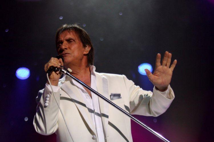 Com 52 anos de carreira Roberto Carlos é o artista