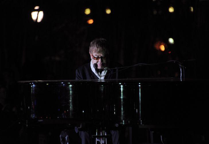 Elton John é o veterano do dia dedicado ao pop no Rock in Rio 2011. O cantor se apresenta no Palco Mundo primeiro dia do festival
