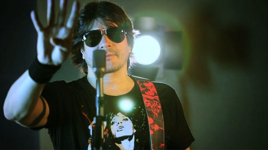 Ícone do rock nacional, o vocalista da banda RPM Paulo Ricardo grava o clipe de