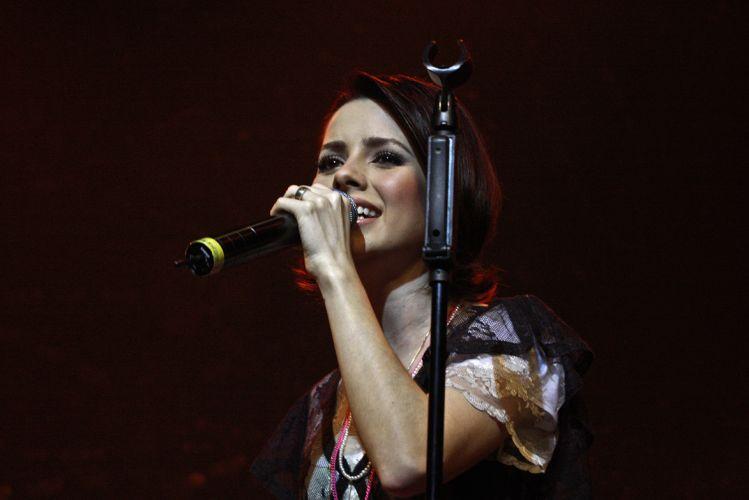 Cantora Sandy apresenta turnê do disco