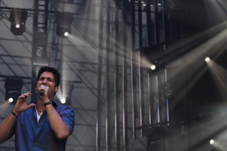 Léo, da Victor & Léo se apresenta no segundo dia do Sertanejo Pop Festival, em São Paulo. Nove atrações foram divididas em dois dias de evento (14/8/11), que retorna a São Paulo após ter uma edição em Belo Horizonte