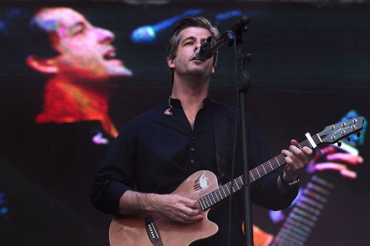 Victor, da Victor & Léo se apresenta no segundo dia do Sertanejo Pop Festival, em São Paulo. Nove atrações foram divididas em dois dias de evento (14/8/11), que retorna a São Paulo após ter uma edição em Belo Horizonte