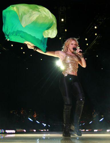 Shakira canta em Buenos Aires, no último show de sua turnê argentina para mostrar o Pop Music Festival, evento que curado pela cantora e que teve ainda shows de Ziggy Marley e Vicentico, líder da banda Los Fabulosos Cadillacs (05/03/2011)