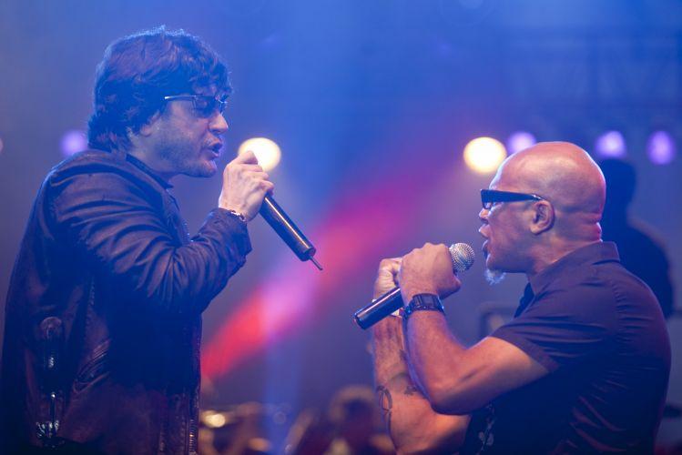 Paulo Ricardo e Clemente cantam juntos em palco montado na Praça da República, em São Paulo (25/01/2011)