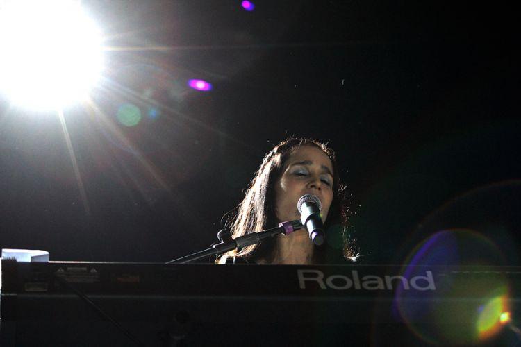 Com apresentações de músicas latinas o evento