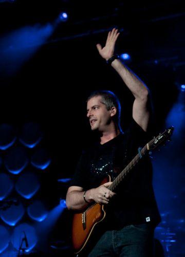 Victor, da dupla sertaneja Victor & Leo, faz show no Rio de Janeiro na noite de sábado (15). Os músicos divulgam o DVD