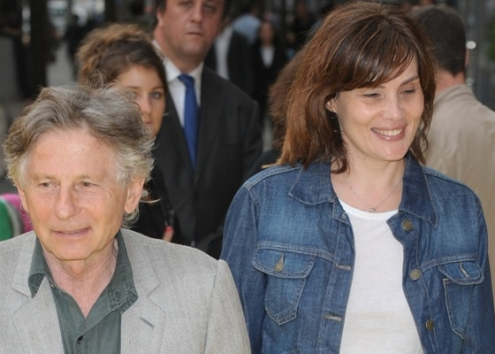 O diretor Roman Polanski e sua mulher, a atriz Emmanuelle Seigner, durante a pré-estreia do filme