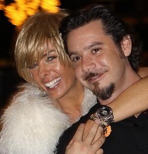Adriane Galisteu e Alexandre Iódice em casa noturna de São Paulo (17/12/2009)