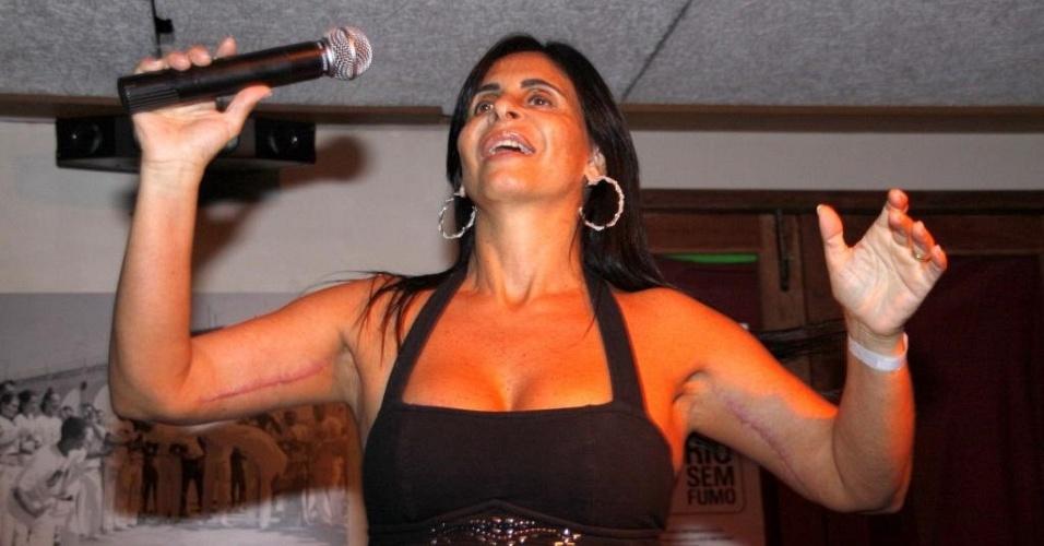 A cantora Gretchen durante apresentação