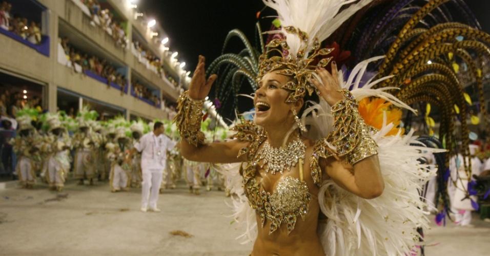 A atriz Paola Oliveira, rainha de bateria da Grande Rio, desta vez, desfilará de