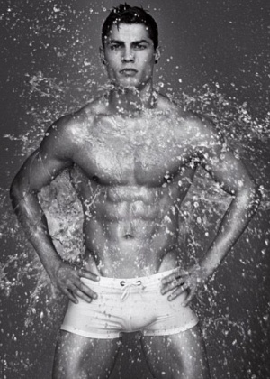 Cristiano Ronaldo fotografa para campanha da Armani (1/2010)