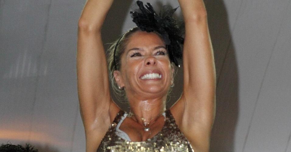 A apresentadora Adriane Galisteu no ensaio da escola de Samba Unidos da Tijuca (23/1/2010)