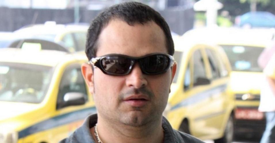 Luciano na entrada do aeroporto Santos Dummont, no Rio (11/12/2009)