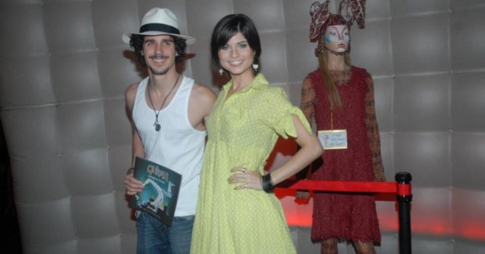 Pedro Neschling e Julianne Trevisol assistem ao espetáculo do Cirque Du Soleil, na Marina da Gloria (28/02/10)