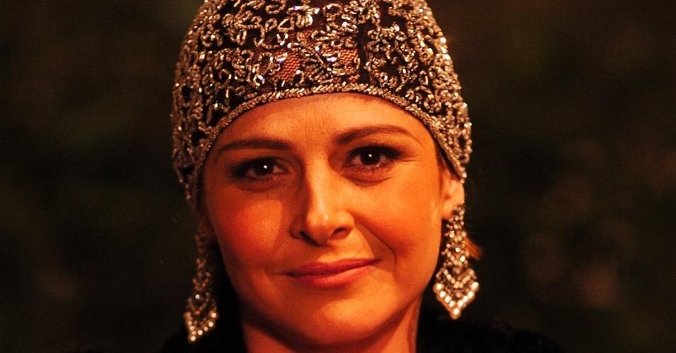 Drica Moraes na pele de Olívia, em
