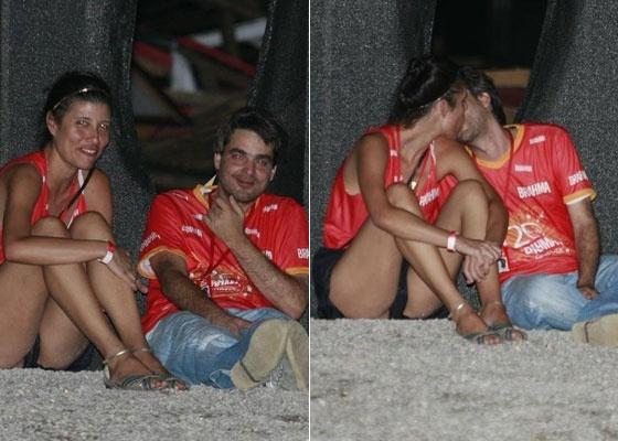 Andrucha Waddington e Gabriela Figueiredo são flagrados aos beijos no desfile das campeãs (20/2/10)