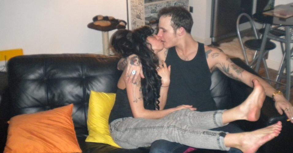 Divulgadas apenas agora, essas fotos de Amy Winehouse e Blake Fielder-Civil foram tiradas em dezembro. Este dia, foi a primeira vez que os dois se viram desde novembro de 2007, quando Blake foi preso (22/2/10)