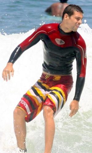 O ator Cauã Reymond surfa na Prainha, no Rio de Janeiro (24/2/2010)
