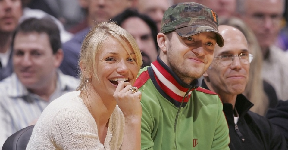 Cameron Diaz e Justin Timberlake no jogo Los Angeles Clippers x Los Angeles Lakers em Los Angeles (9/4/2006)