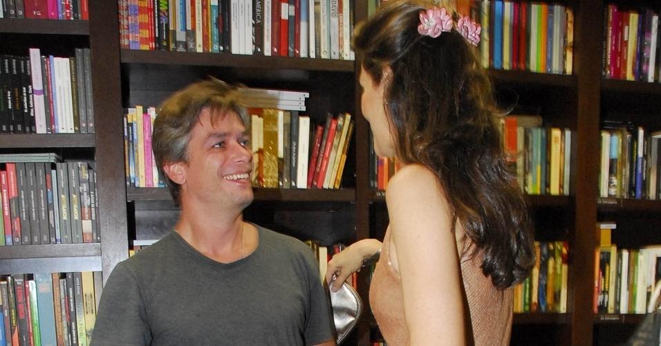 Fábio Assunção e Maria Fernanda Cândido se encontram no lançamento do livro