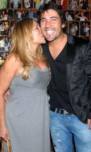 Susana Vieira e Sandro Pedroso no aniversário do ator no restaurante Porcão, no Rio de Janeiro (10/3/2010)