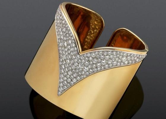 Bracelete que pertenceu a Elton John, criado por Alfred Durante, diretor de desenho da Cartier, em 1979, e que vai à leilão na Holanda (12/3/2010)