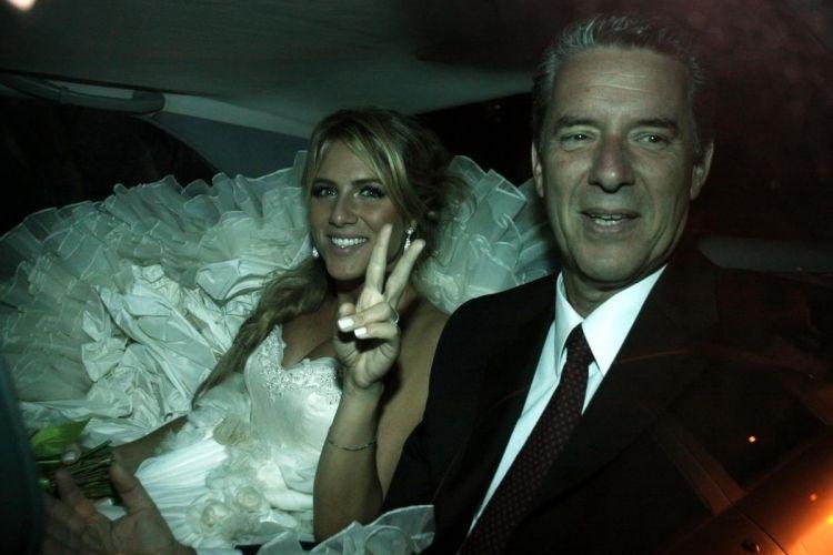 Ao lado de seu pai, Giovanna Ewbank chega para seu casamento com Bruno Gagliasso, em sítio em Itaipava (13/3/10)