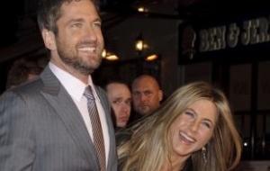 Gerard Butler e Jennifer Aniston vão à estreia do longa