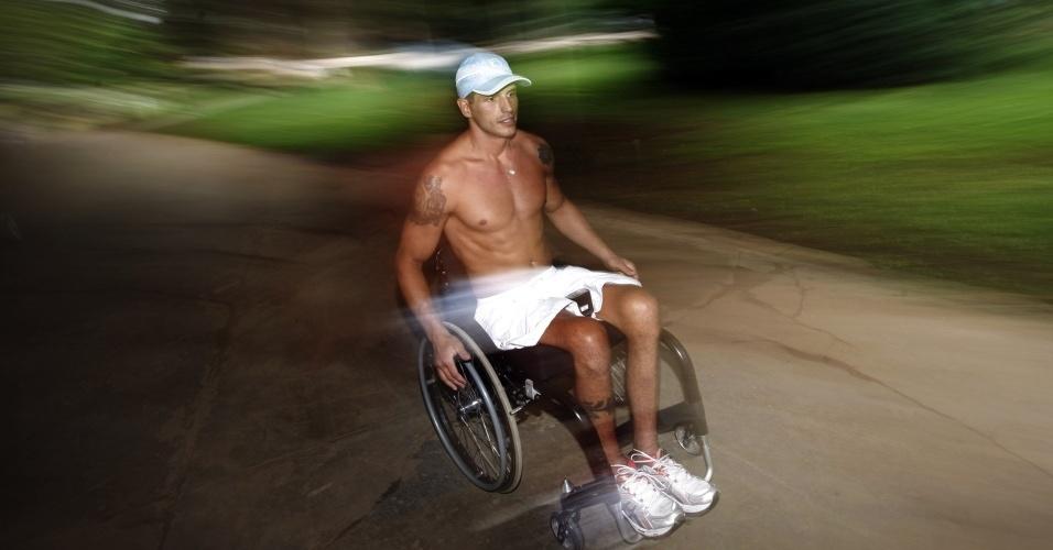 O ex-bbb Fernando Fernandes treina para a maratona de São Silvestre, no parque Ibirapuera (29/12/09). Ele ficou em 6º lugar na prova