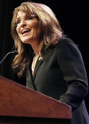 """Ex-governadora do Alasca, e ex-candidata a vice-presidente, Sarah Palin, discursa durante jantar de encerramento da convenção nacional do movimento popular conservador, """"Tea Party"""", em Nashville, nos Estados Unidos (6/2/2010)"""