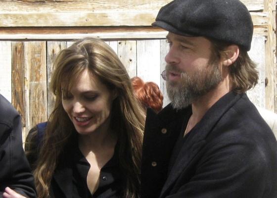 Angelina Jolie e Brad Pitt em Sarajevo, na Bósnia (5/4/2010)