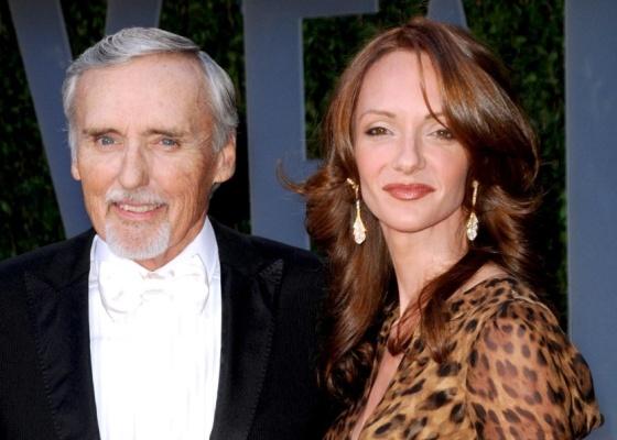 O ator Dennis Hopper e a mulher Victoria Duffy Hopper na festa pós-Oscar da revista