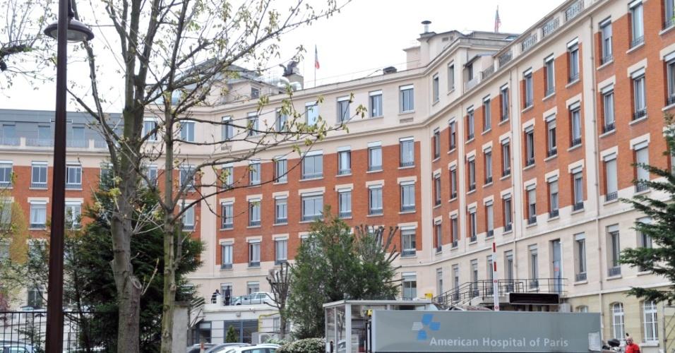 Vista do hospital americano de Neuilly-sur-Seine, em Paris, onde a cantora Whitney Houston foi internada com uma infecção respiratória (07/04/2010)