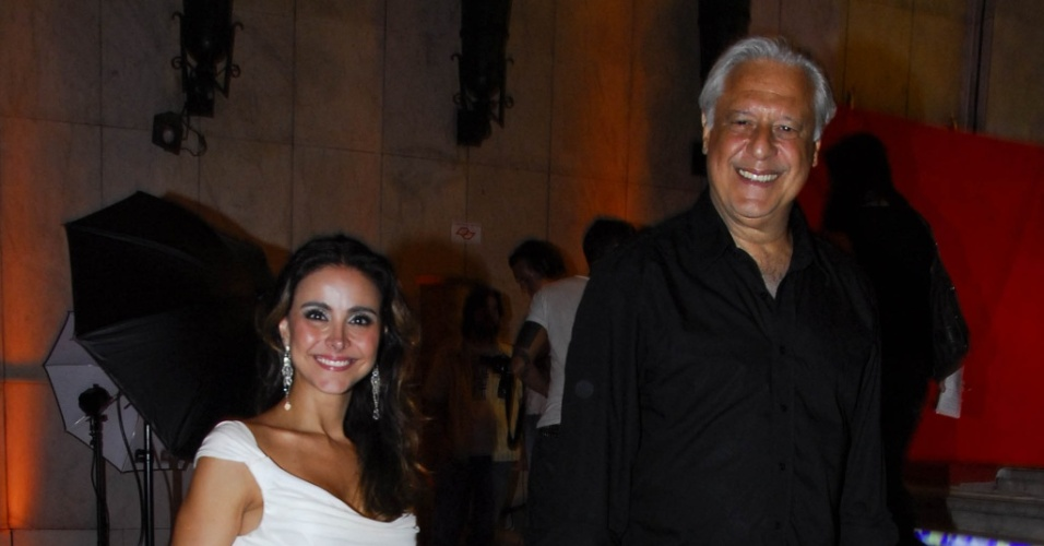 O ator Antonio Fagundes e a namorada Alexandra Martins na festa de lançamento de