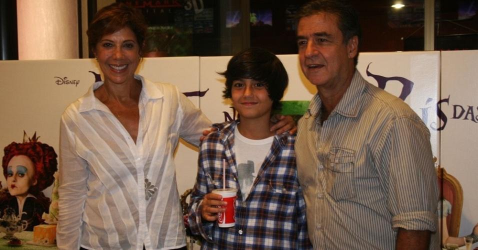 Da esquerda para a direita, Ângela Vieira, Caio e Miguel Paiva na pré-estreia de