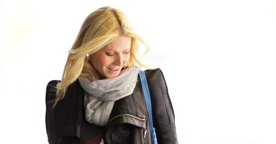 Gwyneth Paltrow leva os filhos Apple e Moses para passear em Nova York (22/4/2010)
