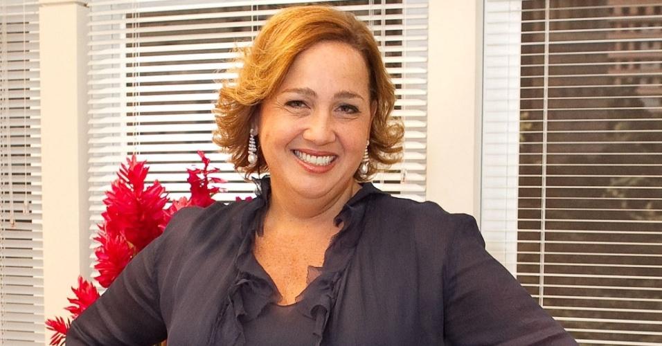 Claudia Jimenez posa na redação de