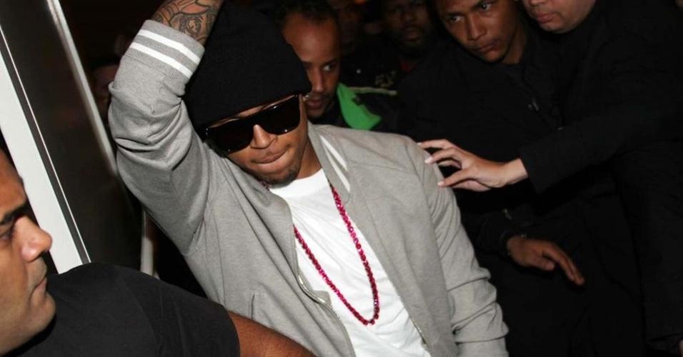Chris Brown aproveita festa em casa noturna paulistana (20/5/2010)