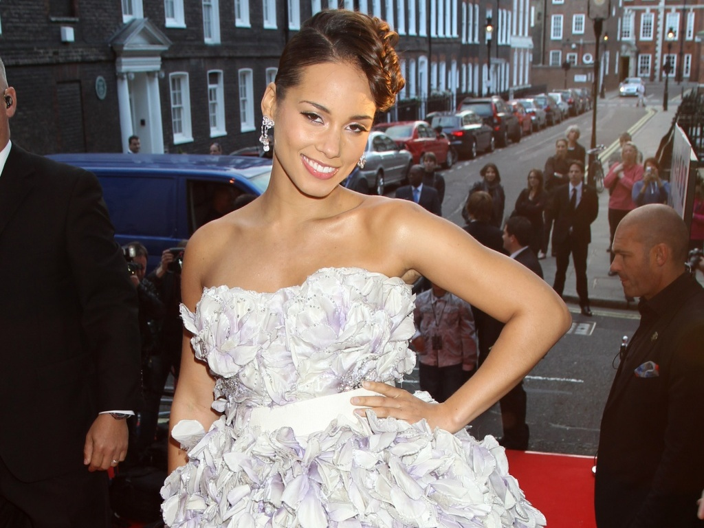 Alicia Keys participam de evento em Londres (27/5/2010)