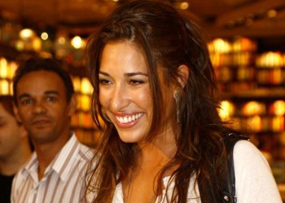 Giselle Itié em lançamento de livro, no Rio de Janeiro (13/4/10)