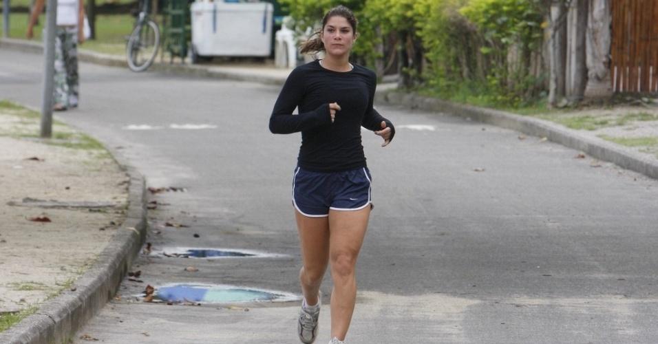A atriz Priscila Fantin corre na Lagoa Rodrigo de Freitas, no Rio de Janeiro (2/6/2010)