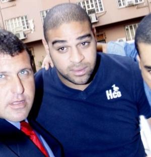 Adriano chega para depor no Ministério Público do Rio de Janeiro (2/6/2010)