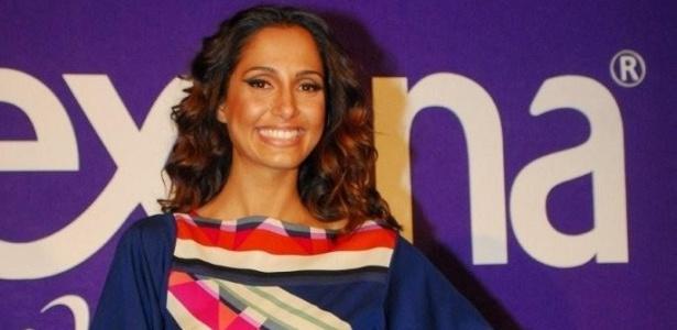 Camila Pitanga visitou o lounge de uma marca de cosméticos (11/6/10)