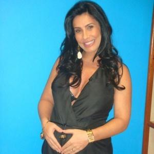 Scheila Carvalho no final da gestação de Giullia (17/6/10)