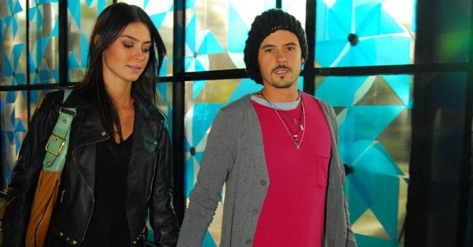 Thaila Ayala e Paulinho Vilhena no São Paulo Fashion Week (12/6/10)