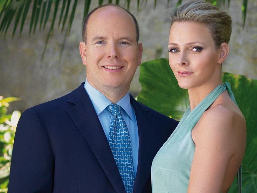 Príncipe Albert de Mônaco anuncia noivado com a ex-nadadora sul-africana Charlene Wittstock (23/6/2010)