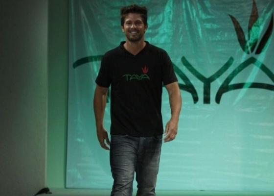 Mário Frias participa de desfile em Fortaleza (27/4/10)