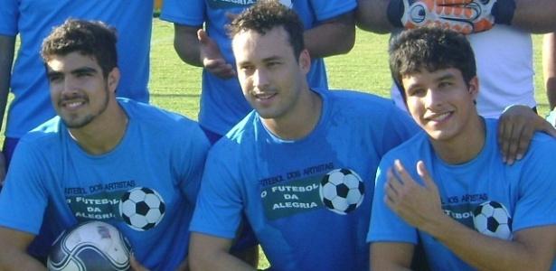 Caio Castro, Rodrigo Andrade e Rick Tavares em futebol beneficente (11/7/10)